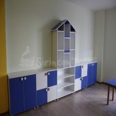 Mavi Beyaz Çatılı Dolap